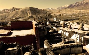 walled city of lo manthang