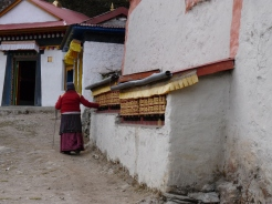 Elder Sherpa woman heading to tengboche