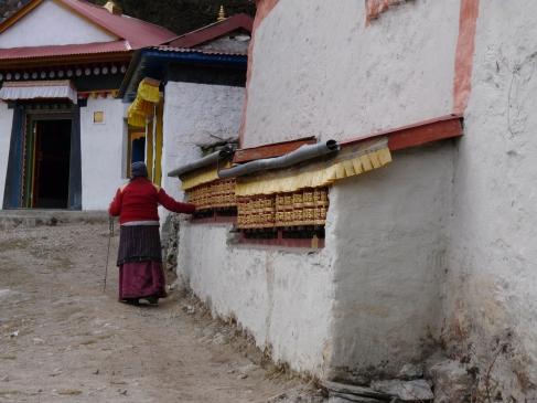 Elder Sherpa woman heading to tengboche