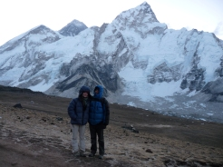 Trekkers posing at Kala Patthar