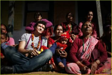 Orlando bloom mingling with the locals in Nepal