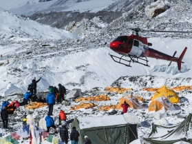 Rescue mission for Everest trekkers