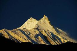 Alpenglow at Mt Manaaslu